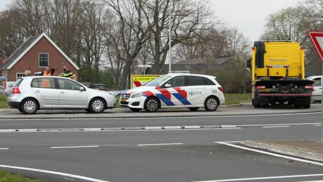 Politieauto en personenauto botsen op N350 bij Wierden