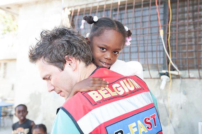 Een van de vele weeskinderen in Haïti.