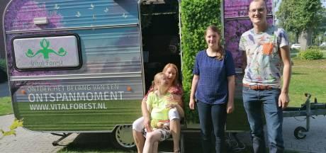 Menno on tour met de relaxbus: 'Een kalmerende activiteit die zorgt voor een gevoel van geborgenheid'