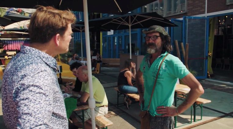 Beau in Floradorp met Bas de Piraat. Beeld RTL
