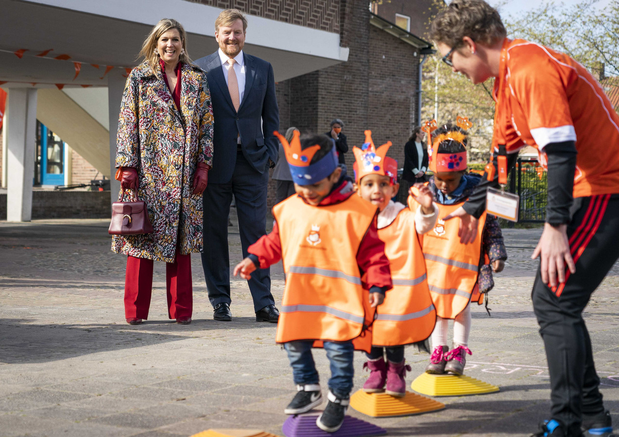 Koning Willem-Alexander en koningin Maxima hebben in kindcentrum Vlinderslag het officiële startschot gegeven voor de Koningsspelen.