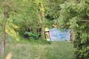 Hulpverlening na het ernstige ongeluk met een grasmaaier aan de Rijnbandijk bij Ingen.