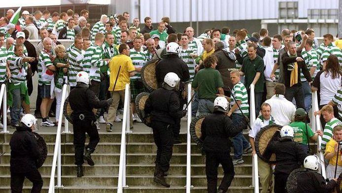 De politie van Amsterdam kreeg het voorafgaand aan Ajax-Celtic aan de stok met Schotse supporters.