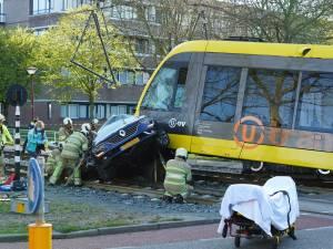 Tram uit de rails na botsing met auto, hele dag geen tramverkeer tussen Nieuwegein en IJsselstein