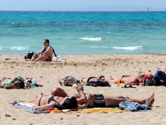 Geen party's, geen nachtleven: zo houdt Mallorca coronacijfers laag na aankomst duizenden toeristen