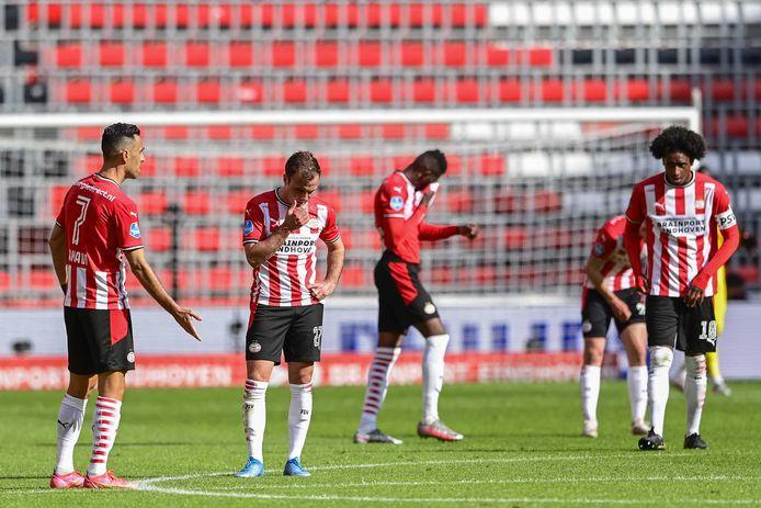PSV treurt na de 2-2 tegen sc Heerenveen.