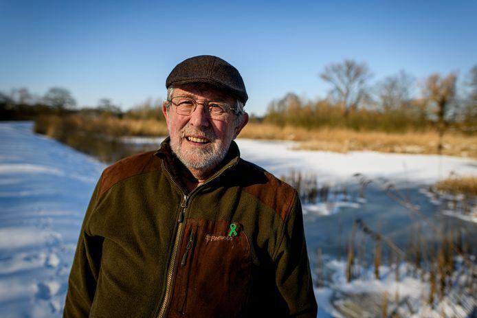 Adri Schols van werkgroep paddentrek Hengelo. Bij natuurgebied 't Woolde.