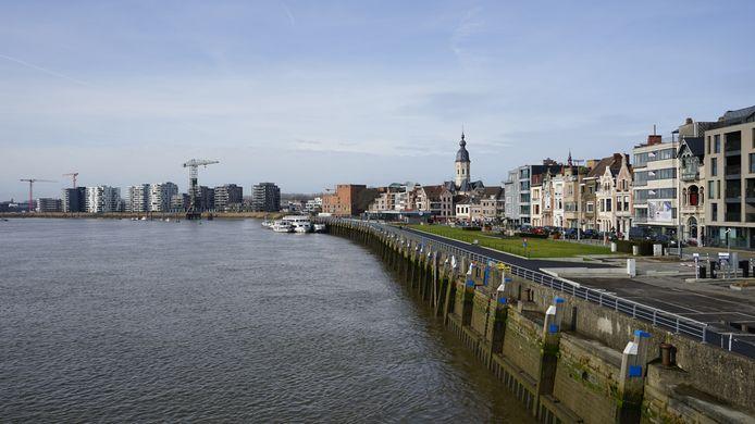 De prijzen voor een appartement met zicht op de Schelde zijn dubbel zo hoog als voor een gelijkaardige flat in het centrum.