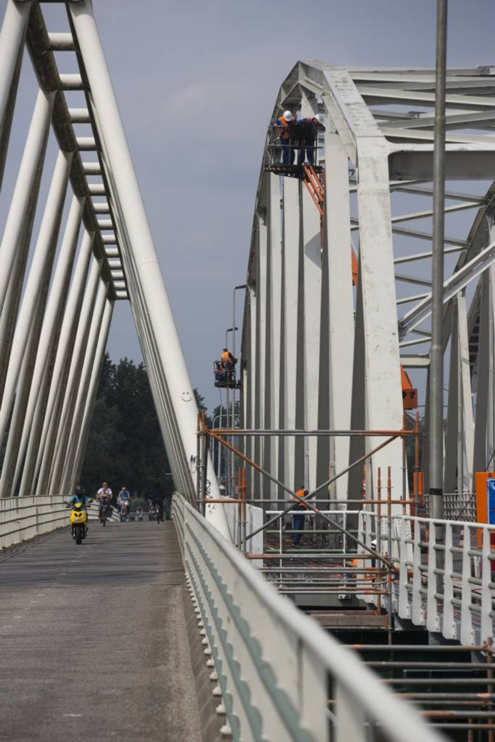 De IJsselbrug is wegens groot onderhoud tot 4 september afgesloten voor verkeer.