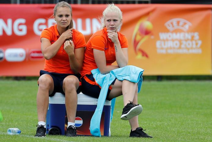 Lieke Martens en Kika van Es.