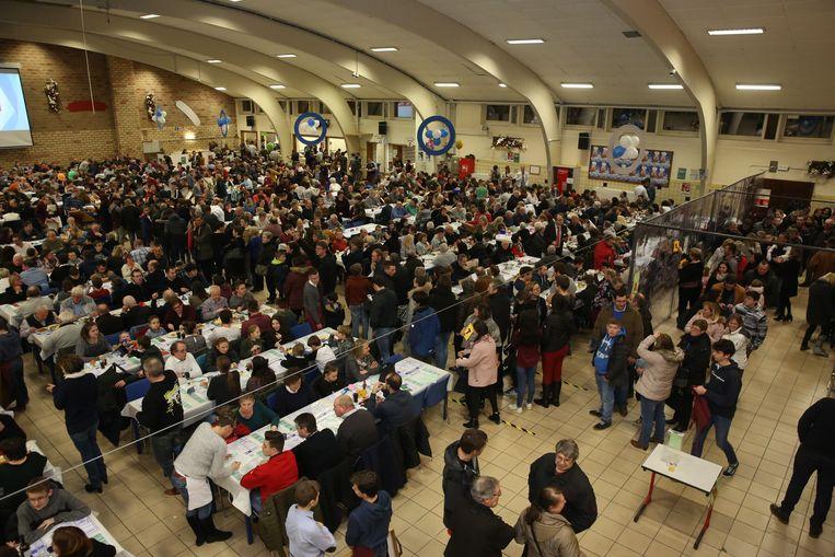 Om 18 uur zaterdag was het al aanschuiven voor een tafeltje op de Pensenkermis van Don Bosco.