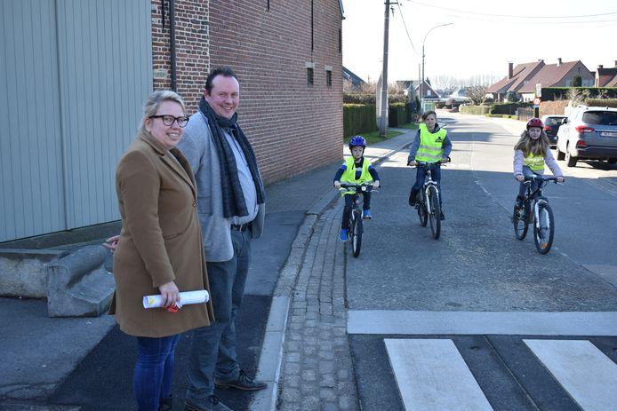 Leerlingen van de Houtemse scholen kunnen voortaan veilig naar school fietsen en stappen dankzij de schoolroutekaart.