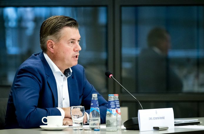 Edwin Rijkse van actiecomité Radar Nee tijdens een rondetafelgesprek met Kamerleden over de bouw van een defensieradar in Herwijnen.