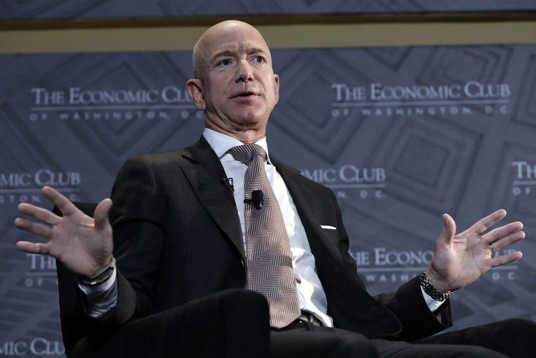 Jeff Bezos, CEO van Amazon. Zijn bedrijf laat weten dat iedereen die de regels overtreedt, bestraft wordt.