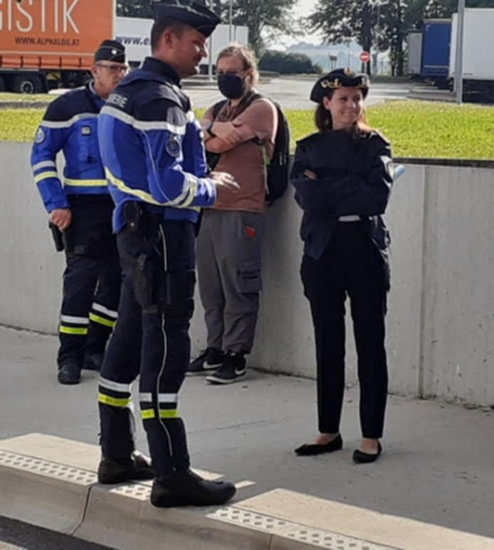 De politie verspreidde ook dit beeld van de controle. Het is niet duidelijk of het om de bestuurder van de Ferrari gaat.