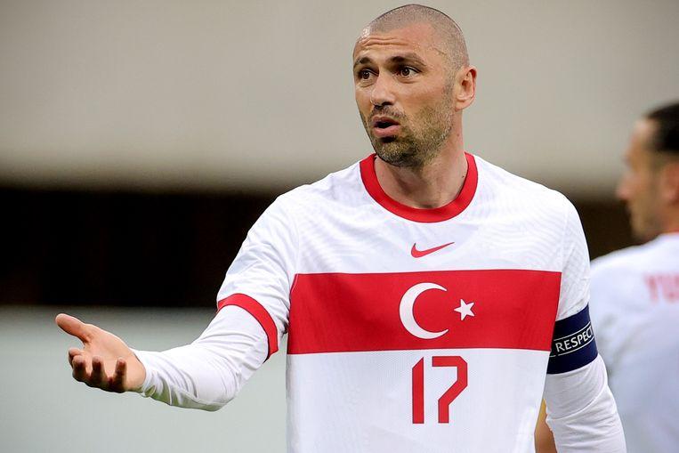 Steraanvaller en aanvoerder Burak Yılmaz van het Turkse elftal tijdens het vriendschappelijke duel tegen Moldavië, vorige week donderdag in het Duitse Paderborn.  Beeld EPA