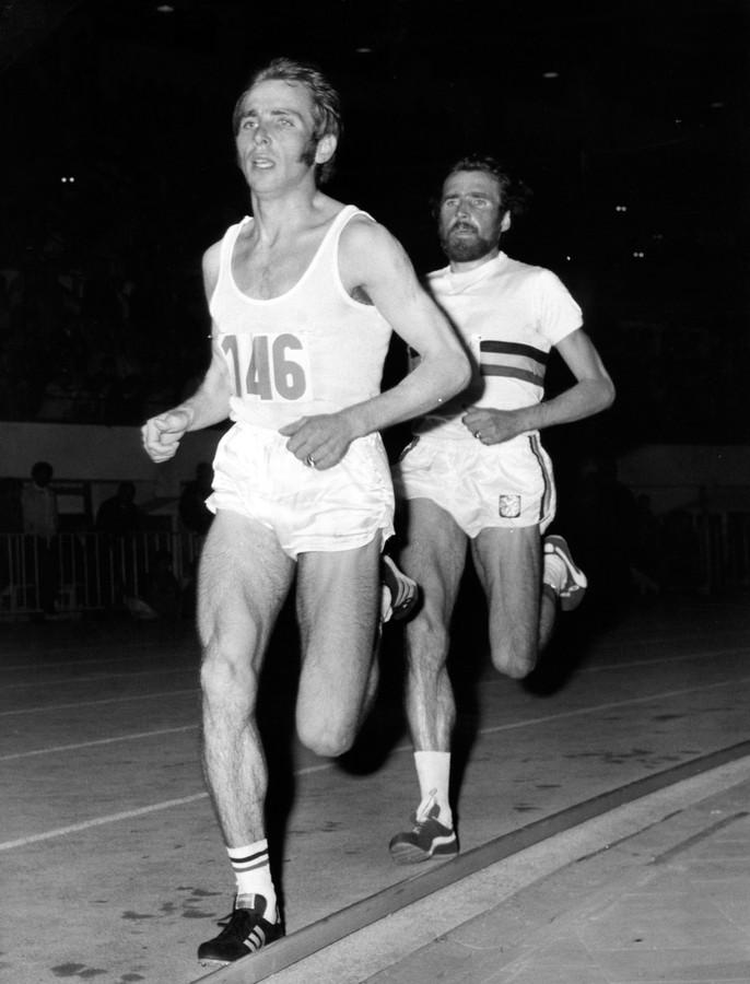 Willy Polleunis die in 1972 het tempo aangeeft , voor Gaston Roelants. Polleunis is op weg naar het wereldrecord op de 10 mijl.