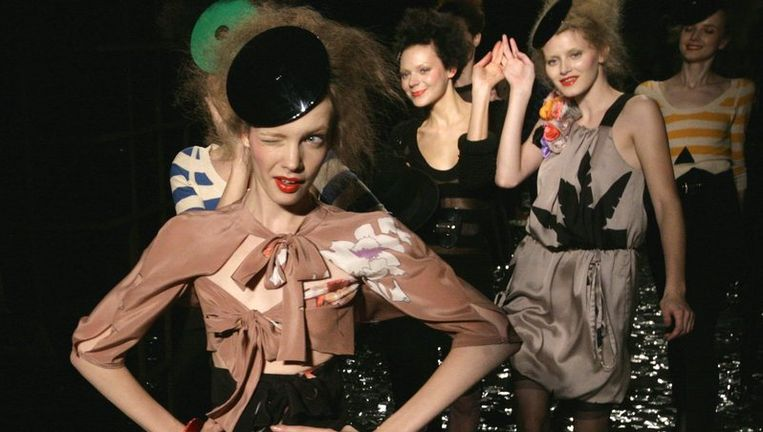 De show van Sonia Rykiel (79) trekt veel aandacht: ze is H&M-gastontwerper. Foto AP Beeld