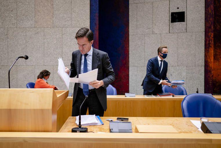 Minister Tamara van Ark voor Medische Zorg, premier Mark Rutte en Minister Hugo de Jonge van Volksgezondheid tijdens het plenair debat in de Tweede Kamer over de ontwikkelingen rondom het coronavirus. Beeld ANP