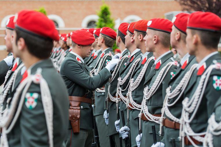 Leden van de eregarde in Wenen, Oostenrijk.  Beeld EPA