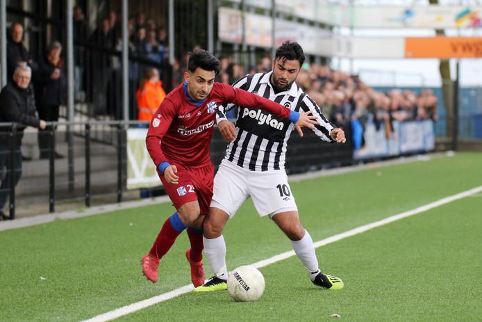Kadir Usta (rechts) blijft Achilles'29 trouw. Hij is één van de drie spelers uit de huidige selectie die bij de club blijft.