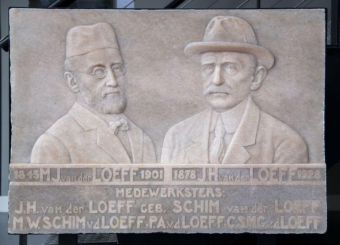 Plaquette met oprichter van Tubantia en zijn zoon