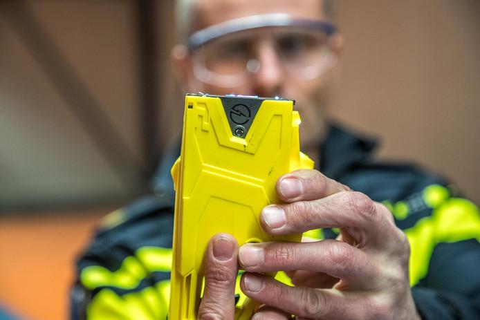Politie Zwolle is een van de korpsen die met een taser werken.