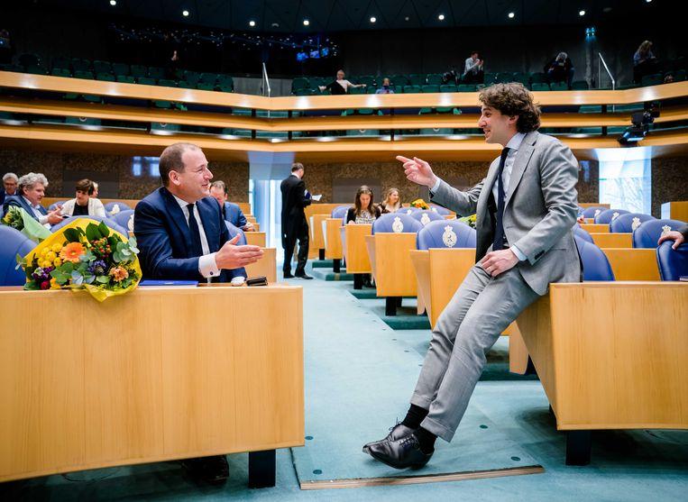 Lodewijk Asscher (PVDA) en Jesse Klaver (Groenlinks) tijdens het afscheid van de oude kamerleden.  Beeld ANP