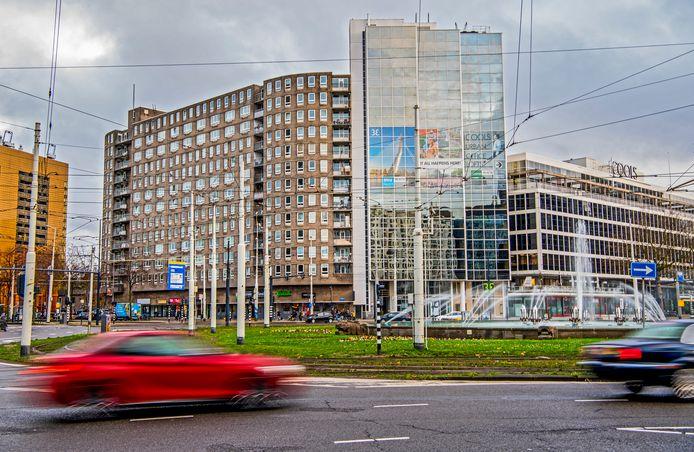 De gebouwen op de hoek Pompenburg/Coolsingel moeten wijken voor het nieuwbouwplan RISE.