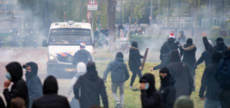 Ongeregeldheden rond supportersactie bij training van Feyenoord; ME verricht aanhoudingen
