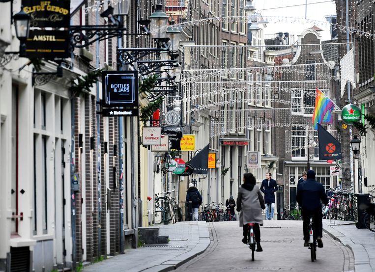 Het is rustig op straat in het centrum van Amsterdam. Beeld REUTERS