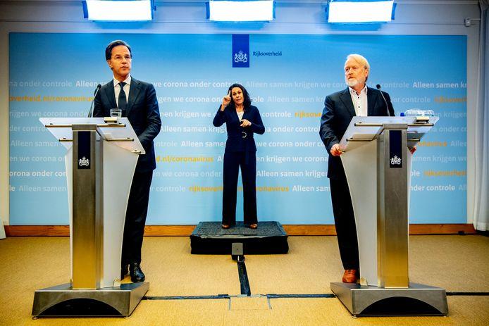 Premier Mark Rutte en Jaap van Dissel RIVM geven een persconferentie over de aanpak van het corona virus. Gebarentolk Irma Sluis staat in het midden.