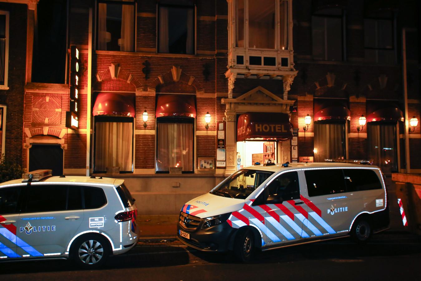 De inbreker die zondagavond toesloeg in Hotel Dordrecht, wist te ontkomen.
