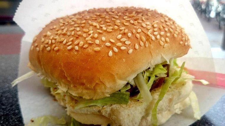 De bekende grillburger van de Febo bestaat 40 jaar Beeld Febo