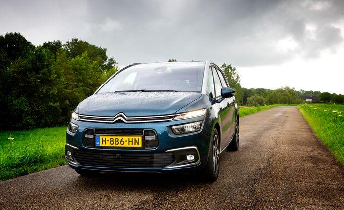 De Citroën Grand C4 Spacetourer is een karaktervolle 'ruimtewagen' met liefst drie zitrijen.