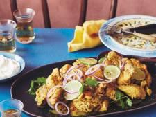 Lunchen bij de buren met in kurkuma-yoghurtsaus gesmoorde kip