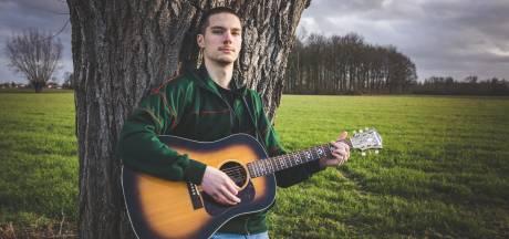 """Gentse student met gehoorproblemen geeft eerste single uit: """"Het gaat over de zoektocht naar je identiteit"""""""