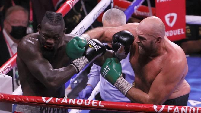Tyson Fury verrast door gedrag van Wilder na knock-out: 'Hij is een idioot, ik bid voor hem'