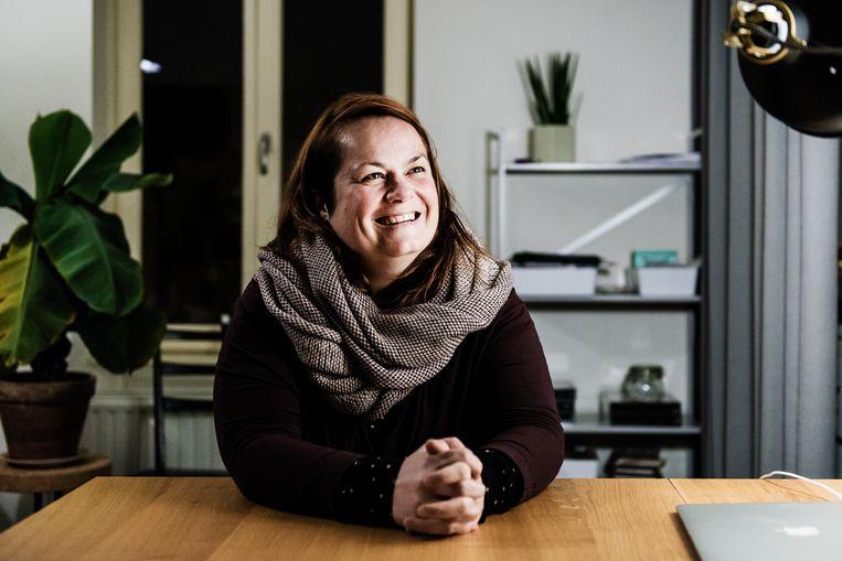 """Saar Depuydt: """"Het papierwerk is ongelooflijk, zeker als je veel klassen en vakken hebt. De kern van de zaak – lesgeven – leek bijkomstig."""" Beeld Geert Braekers"""
