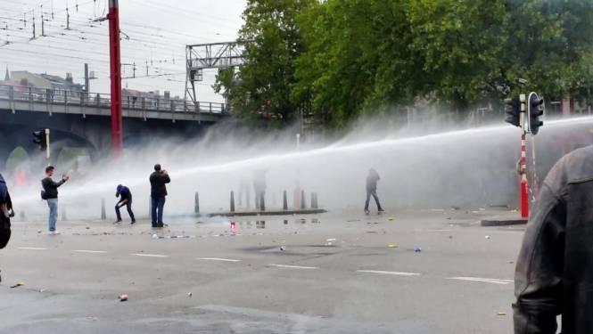 Politie arresteert 28 relschoppers na nationale betoging