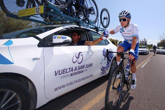 Bramati met water voor Evenepoel in de Argentijnse Ronde van San Juan vorig jaar.