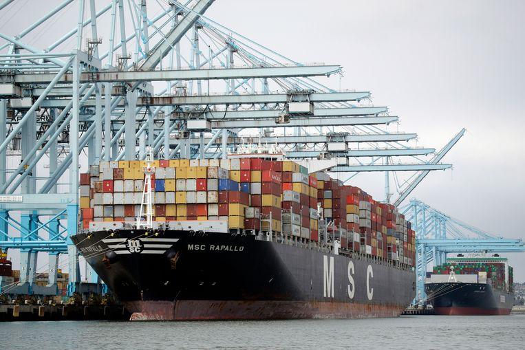 Vrachtschip in de haven van Los Angeles. Beeld AP