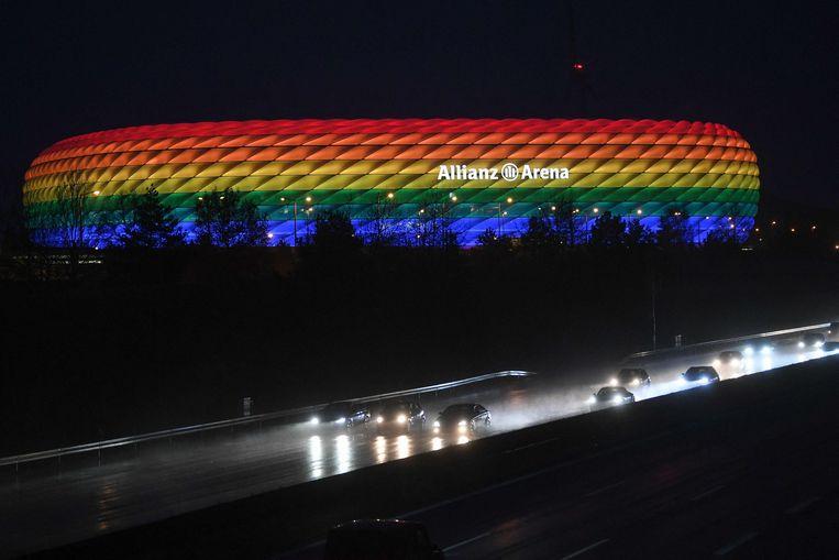 De Allianz Arena zou getooid gaan in regenboogkleuren tijdens de match. Beeld AFP