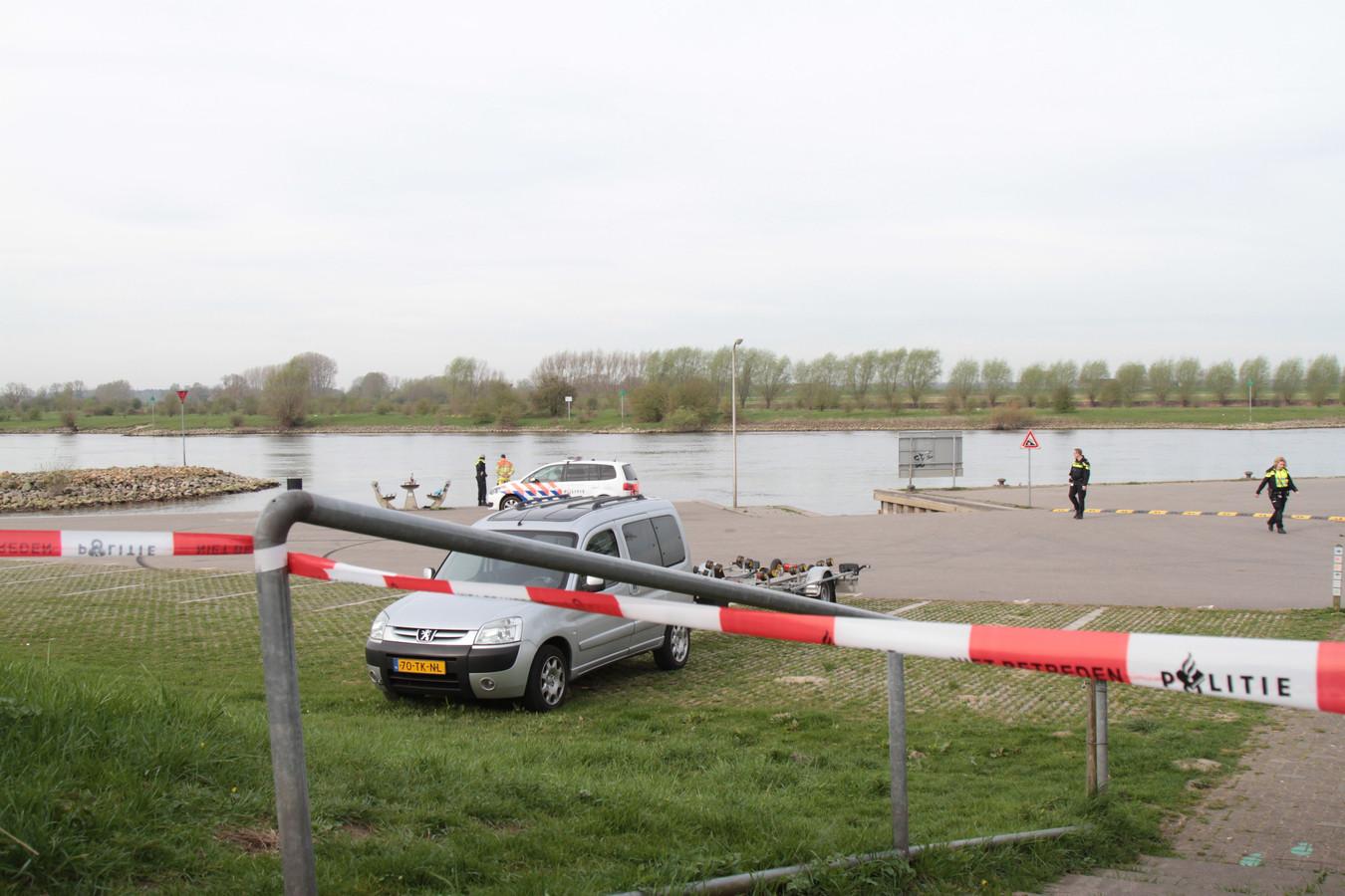 De politie zoekt naar een vermist persoon in Wijhe