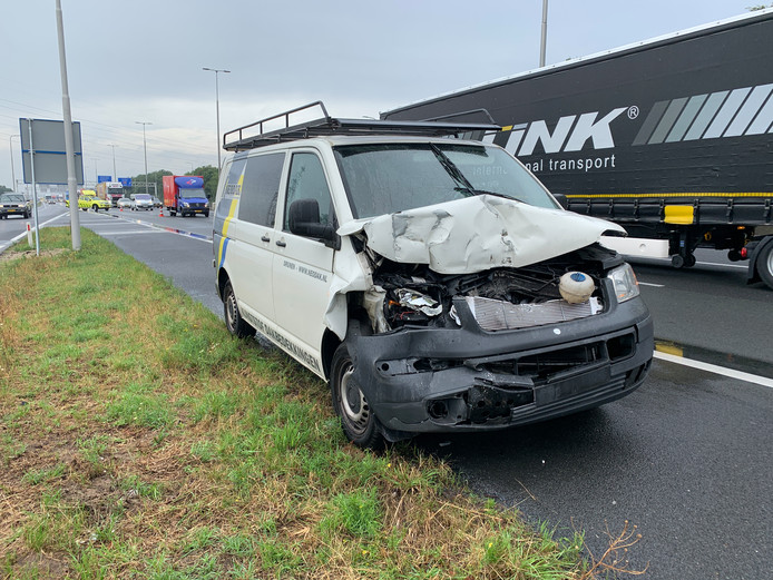 Bij het ongeluk op de A1 bij Voorst was een bedrijfsbusje betrokken.