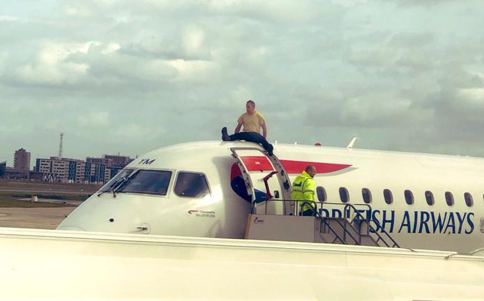 James Brown, médaillé paralympique de 2012, est monté sur le toit d'un avion British Airways