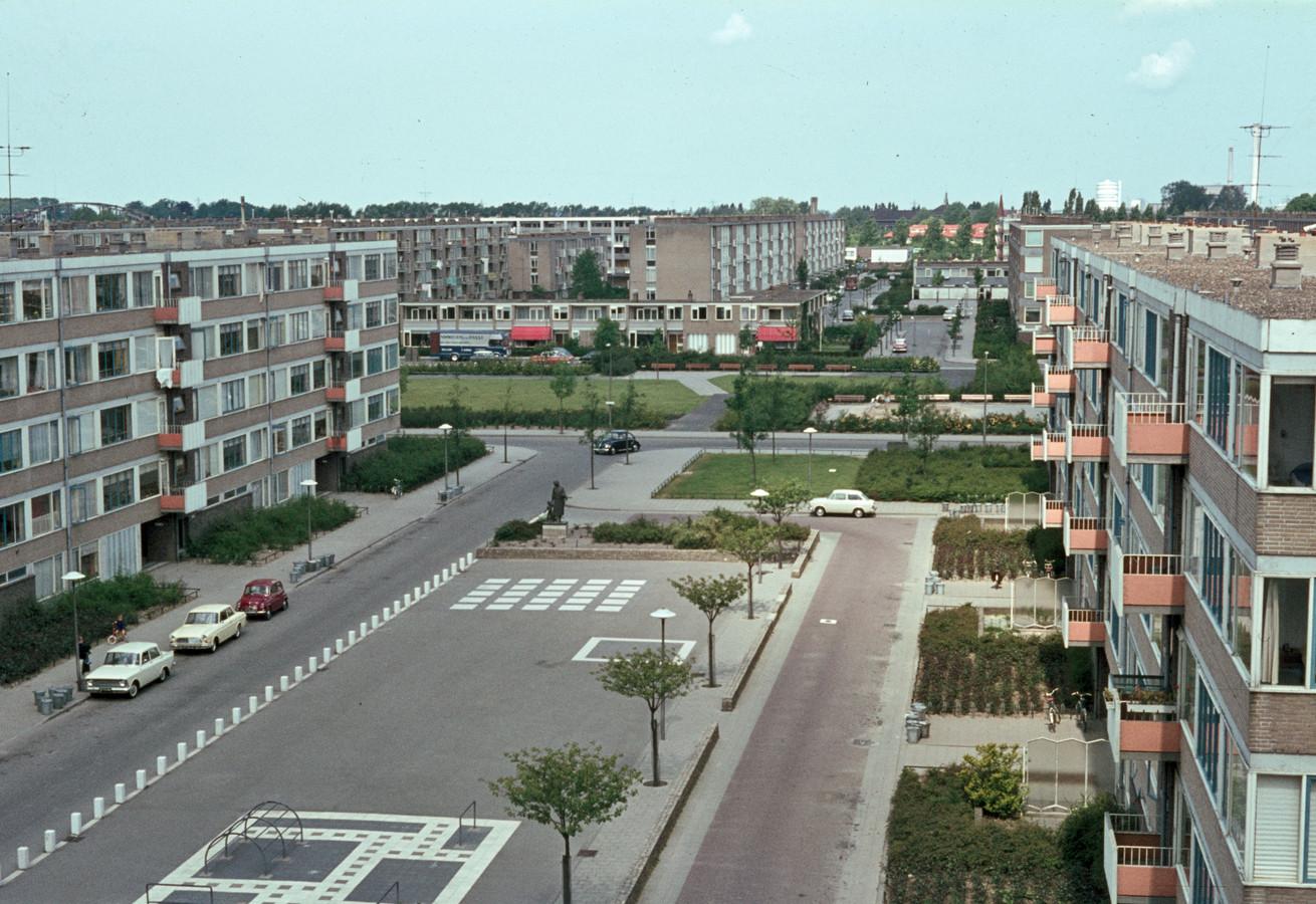 Nieuwbouw aan de De Gasperilaan in Kanaleneiland begin jaren 60.