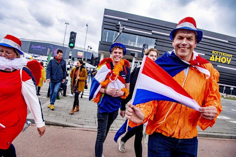 Nederlandse fans bij Ahoy. Ze beleefden een opmerkelijke show, die herinnerde aan hoe het leven was voor corona. Beeld EPA