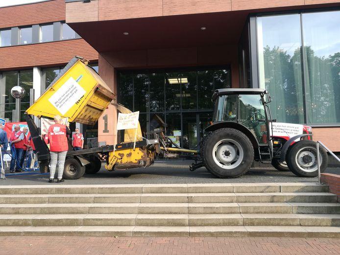 Medewerkers van Soweco protesteerden eerder al bij de gemeenteraad van Twenterand tegen de ontmanteling. Nu moeten de medewerkers elders worden ondergebracht.