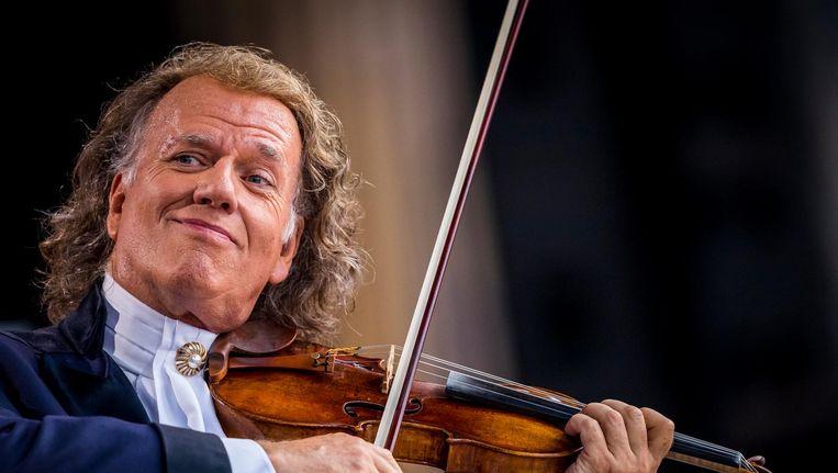 Rieu wordt op het podium vergezeld door zijn Johann Strauss Orkest. Beeld anp